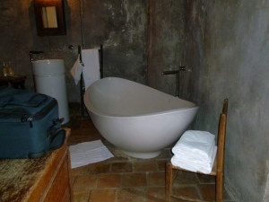 Deep soaking tub. Clearly not the type of plumbing one had 500 years ago.
