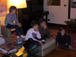 I ragazzi doing what kids usually do after dinner.