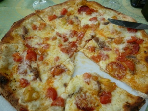 Italians usually do not eat pizza for lunch. We have no such reluctance. This one with tomatoes, spicy salami, anchovies, mozzarella and pecorino.