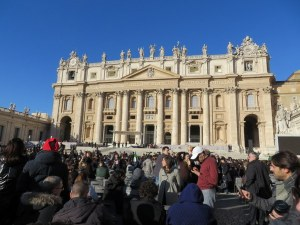 10,000 young engaged couple begin to arrive at St. Peter's, Feb 14 2014.