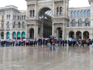 The rain did not deter the crowds waiting in line to enter the Duomo. Glad we arrived before the line was so long.