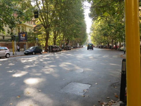 This is Viale Parioli, the major shopping street a few minutes walk from our apartment, in August at 17:30 in the evening,. Usually it is a hubbub of cars, motorcycles, buses and people scurrying to do their shopping.