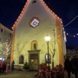La piccola chiesa in Ortisei, simply adorned.