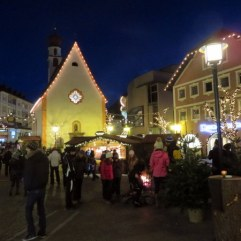 What some countries call Boxing Day is Santo Stefano in Italy. The crowds are festive!