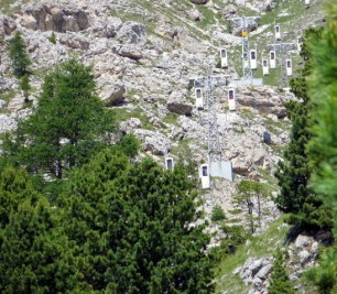 The strange cable cars of the Sassolungo.