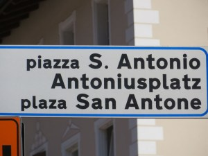 Sign in the piazza: Italian, German and Ladin names for the same piazza in Ortisei.