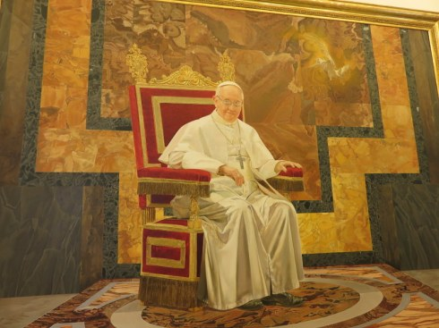 The portrait of Papa Francesco is in a very different style from his predecessors.