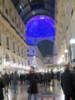 The lighting in the dome in the Galleria Vittorio Emanuele is almost painfully blue.