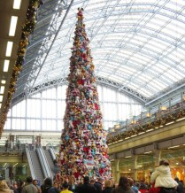 Tree made of stuffed animals in St. Pancras Station.