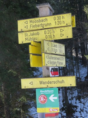 Signage is excellent. Hard to get lost, and you can take a bus back after a long one-way hike.
