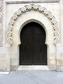 Lovely door in the Hammam Mosque of Paris. They have a tea room anyone can visit.