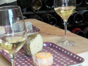 In Paris we did a wine and cheese tasting, un assaggio.