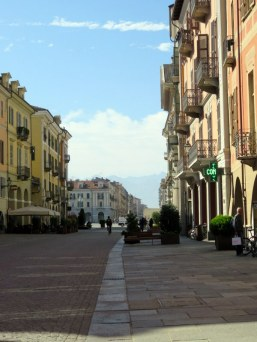 Cuneo pedestrian area. Can you see the mountains in the distance?