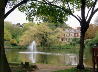 The pond and mansion at Bletchley Park.